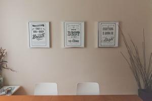 Podpisywanie umowy wynajmu mieszkania